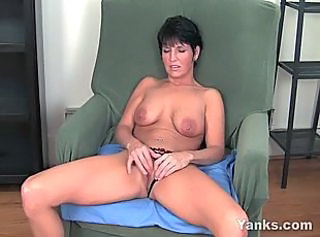 Amateur Masturbating MILF Orgasm