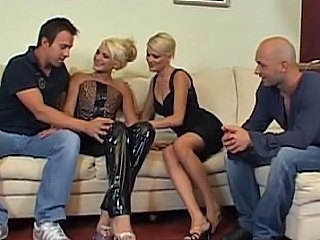 Blonda Sex in grup Latex MILF