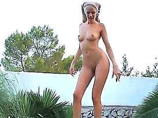 Amazing Outdoor Pissing Russian Teen