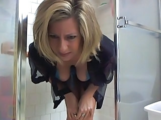MILF Showers Webcam