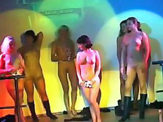 Dans Nudist Party Offentlig