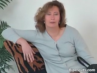 cougar whore inside pantyhose use huge sex toy