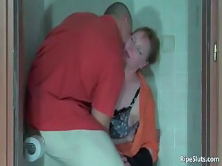 MILF Mom Muscled Old and Young Toilet