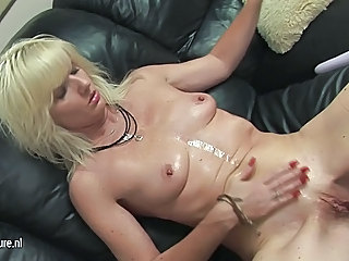 Amateur MILF Pussy Shaved Small Tits
