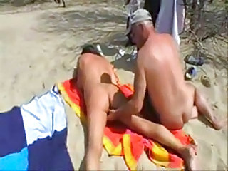 Nudistgirl have fun at beach