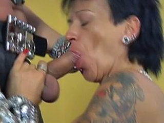 Fellation Goth Mature Piercing Tatouage