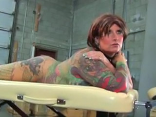 Goth MILF tatovering