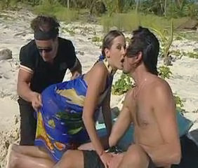 Babe Beach Double Penetration Outdoor Threesome