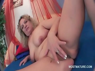Chubby Masturbating Mature SaggyTits