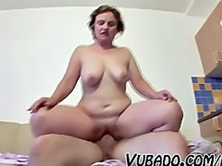 Amateur Chubby Mature Riding SaggyTits