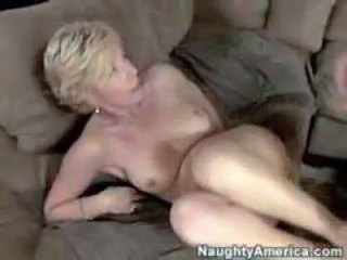 "Charles Dera fuck friend mom"" class=""th-mov"