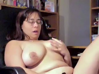 Chubby Glasses Masturbating MILF SaggyTits Webcam