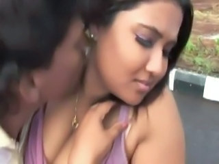 Amateur Girlfriend Indian Kissing Outdoor