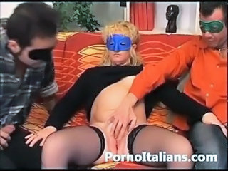 Triangolo amatoriale italiano - threesome italian milf amateur