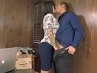 Amateur Handjob Kissing Secretary