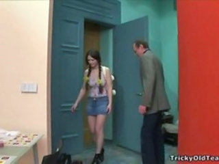 "Tricky Old Teacher fucks Sofia"" target=""_blank"