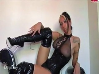 "Kinky tatooed blonde in black leather boots shows off on cam"" target=""_blank"