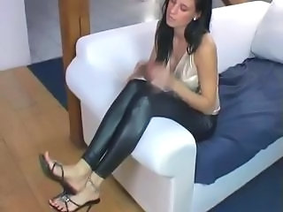girl bare foot mistress and slave
