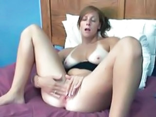 Amateur Masturbating MILF