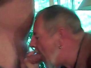 Hot Daddybear Gives Amazing Blowjob