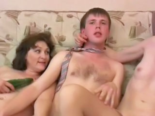 Amateur Mature Mom Russian Threesome
