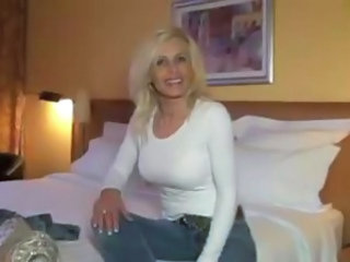 Amateur Amazing Blonde MILF