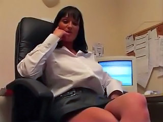 Amateur Masturbating MILF Office