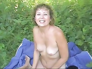 Amateur Mature Nudiste En plein air Seins Flasques