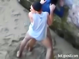 "Teens are so horny that hump right on public beach"" target=""_blank"