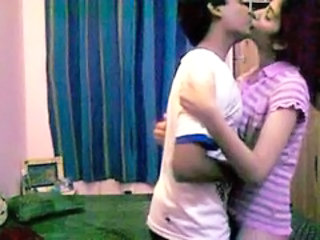 Amateur Girlfriend Homemade Kissing