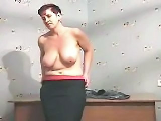 Amateur Joufflue Mature Seins Flasques Strip-teaseuse