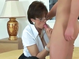 BRITISH NYLON LADY (BLOWJOB-FOOTJOB)