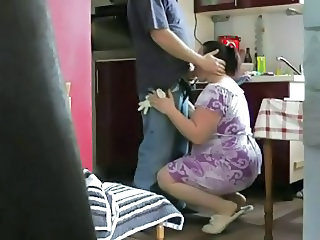 Amateur Blowjob Kitchen Mom