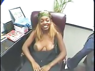Black slut opens her legs and gets licked tubes