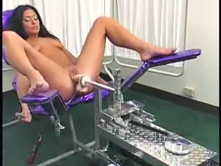 Brunette Machine Masturbatie MILF