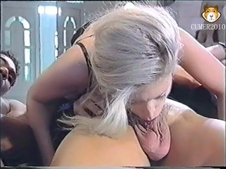 Deepthroat MILF Threesome