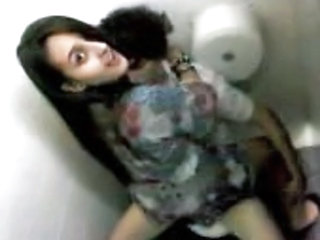 Amateur Girlfriend Toilet