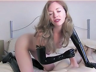 Amateur Handjob Latex MILF
