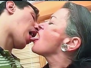 Blowjob Granny Hairy Kissing