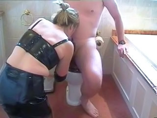 Amateur Blowjob Homemade Toilet Wife