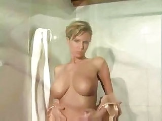 Raylene Richards bathroom