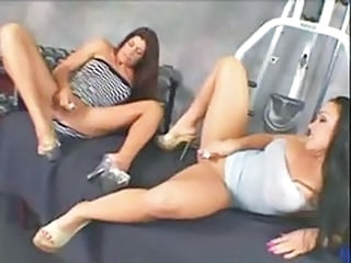 Women bodybuilders muffdiving