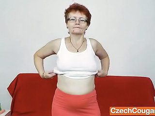 """Amateur-mom solo with a dildo"""" class=""""th-mov"""