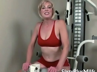 Sexy Blonde Housewife In Good Condition