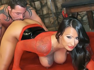 Super hawt Mistress desires her Man to worship her awesome ass!