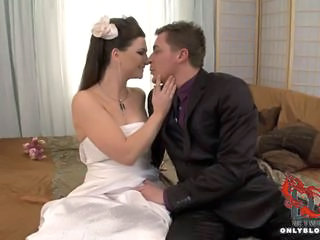 """Bride blows all her groomsmen!"""" class=""""th-mov"""
