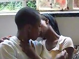 Amateur Ebony Kissing