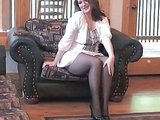 X-rated MILF getting off in seamless pantyhose