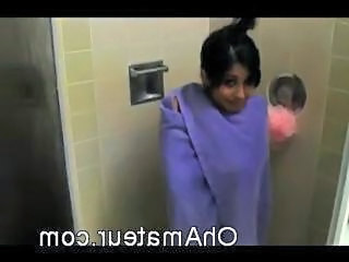 Amateur babe Caught in the Shower