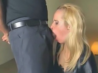 Amateur Blonde Deepthroat